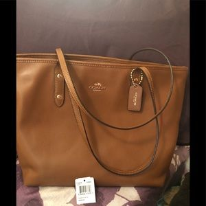 Coach light brown tote shoulder bag.